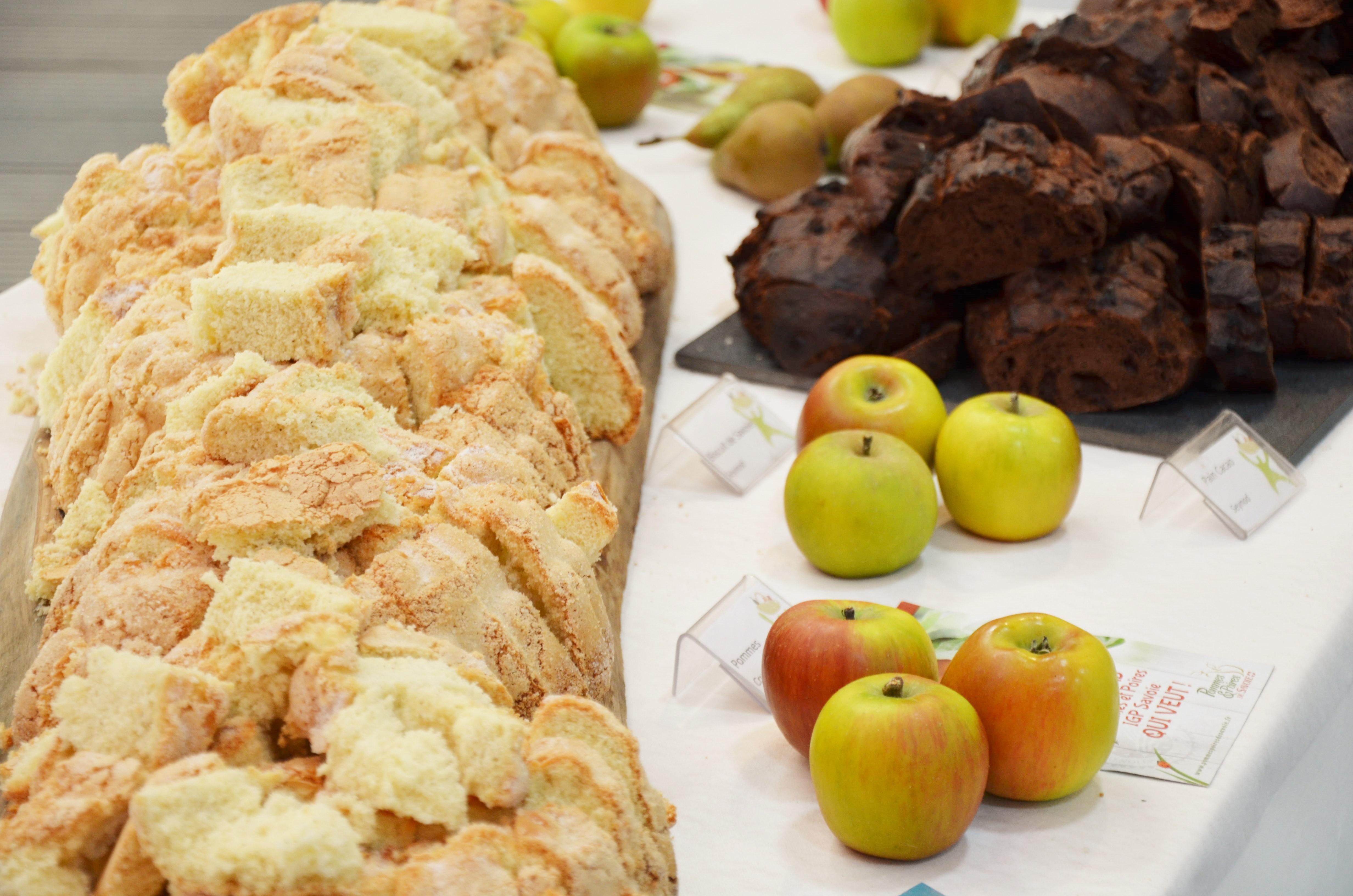 table-biscuit-de-savoie-pommes-et-pain-brun