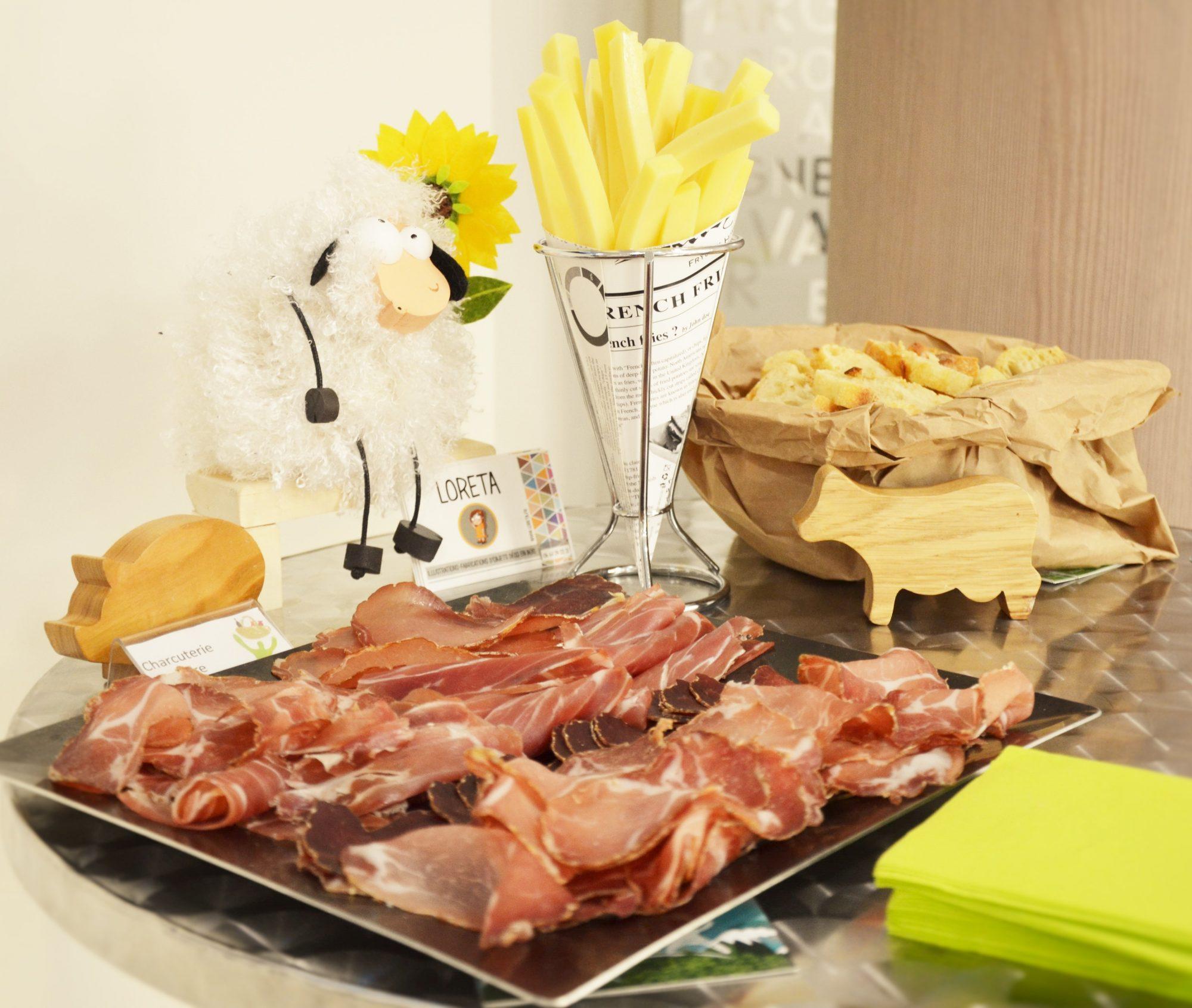 Charcuterie, frites de fromage et pain